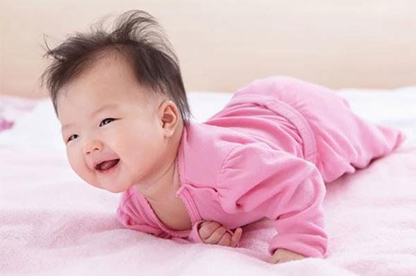 Thực đơn ăn dặm cho bé 6 tháng tuổi tăng cân - Ảnh 1